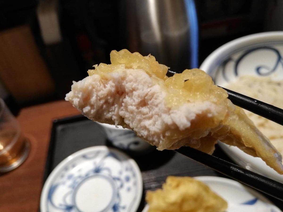 航空公園『喜多一』のかしわ天ぷらの食べかけの写真