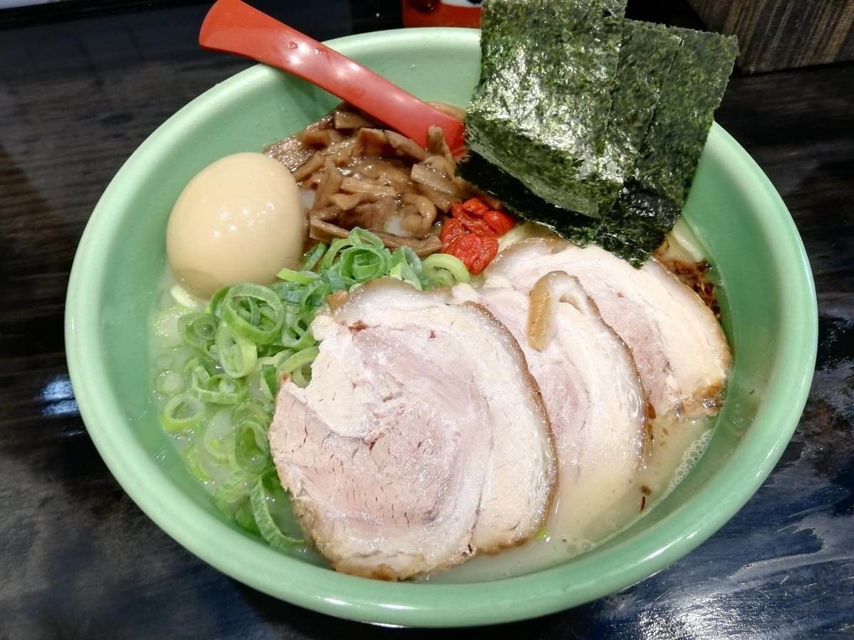 武蔵浦和『麺匠むさし坊』の、太麺全部入りラーメンの写真
