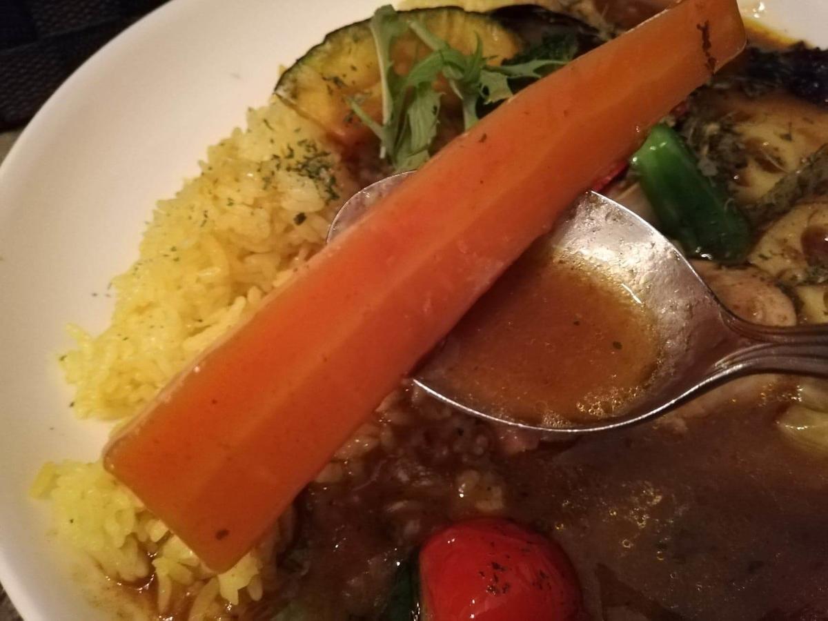 本川越『ぽか羅』のチキン野菜カレーの野菜のアップ写真①