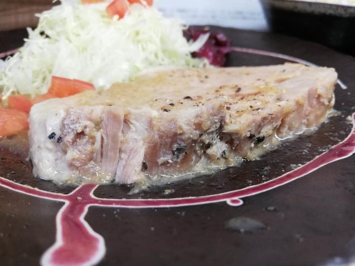 高田馬場(下落合)『極厚家』の極厚しょうが焼き定食のアップ写真