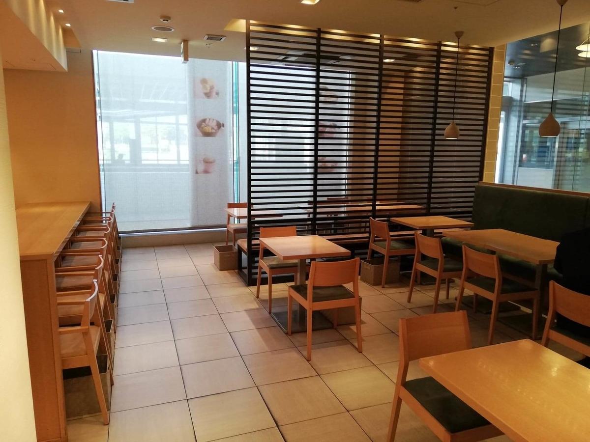 石川県金沢市の金沢駅『FUMUROYA CAFE(フムロヤカフェ)百番街店』の店内写真①
