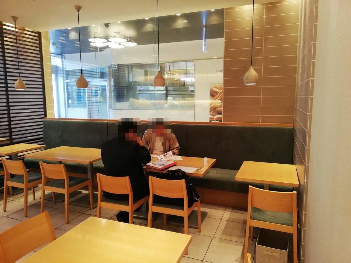 石川県金沢市の金沢駅『FUMUROYA CAFE(フムロヤカフェ)百番街店』の店内写真②