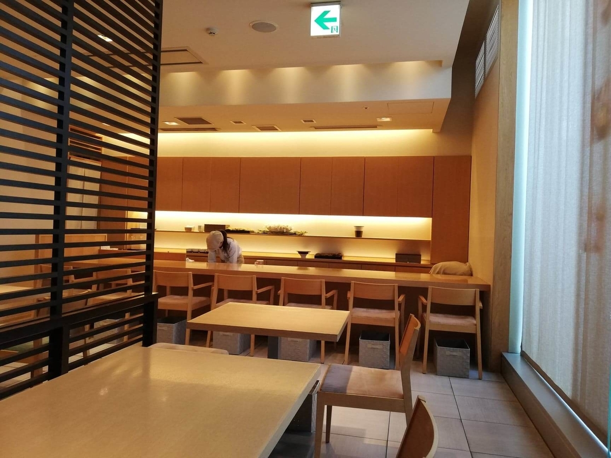 石川県金沢市の金沢駅『FUMUROYA CAFE(フムロヤカフェ)百番街店』の店内写真③