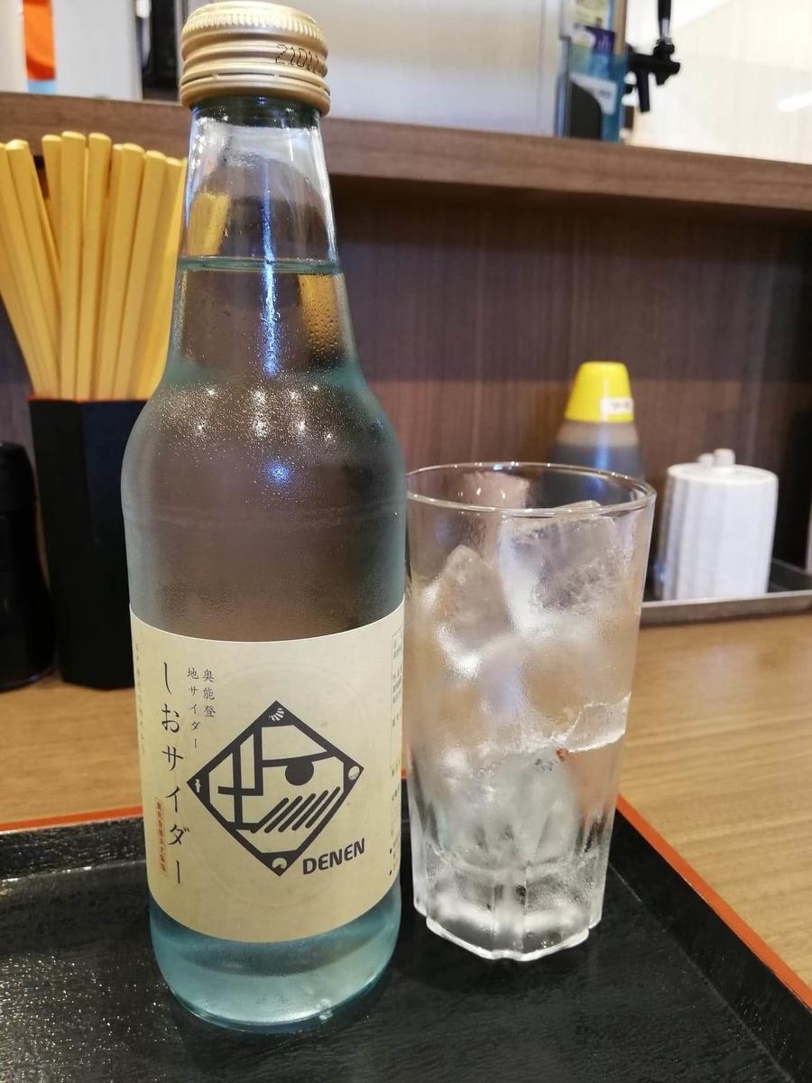 金沢市中央卸売市場『魚がし食堂』の塩サイダーの写真