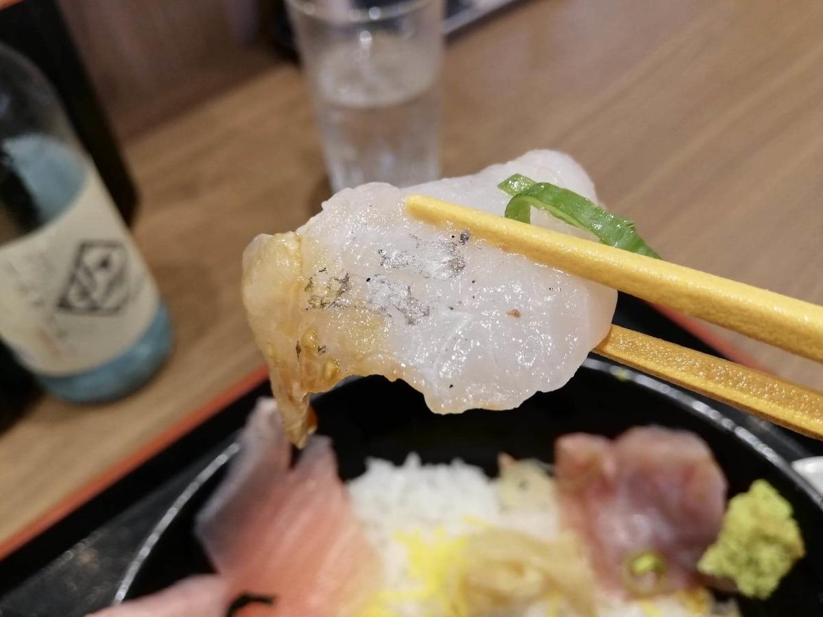 金沢市中央卸売市場『魚がし食堂』の日替わり得盛りてんこ丼の海鮮の写真