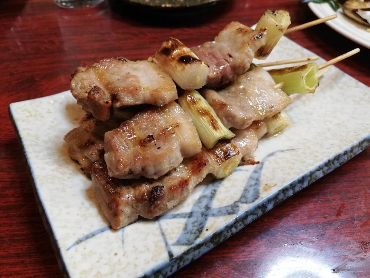 金沢市中央卸売市場『三四味屋』の豚ばら串焼きの写真