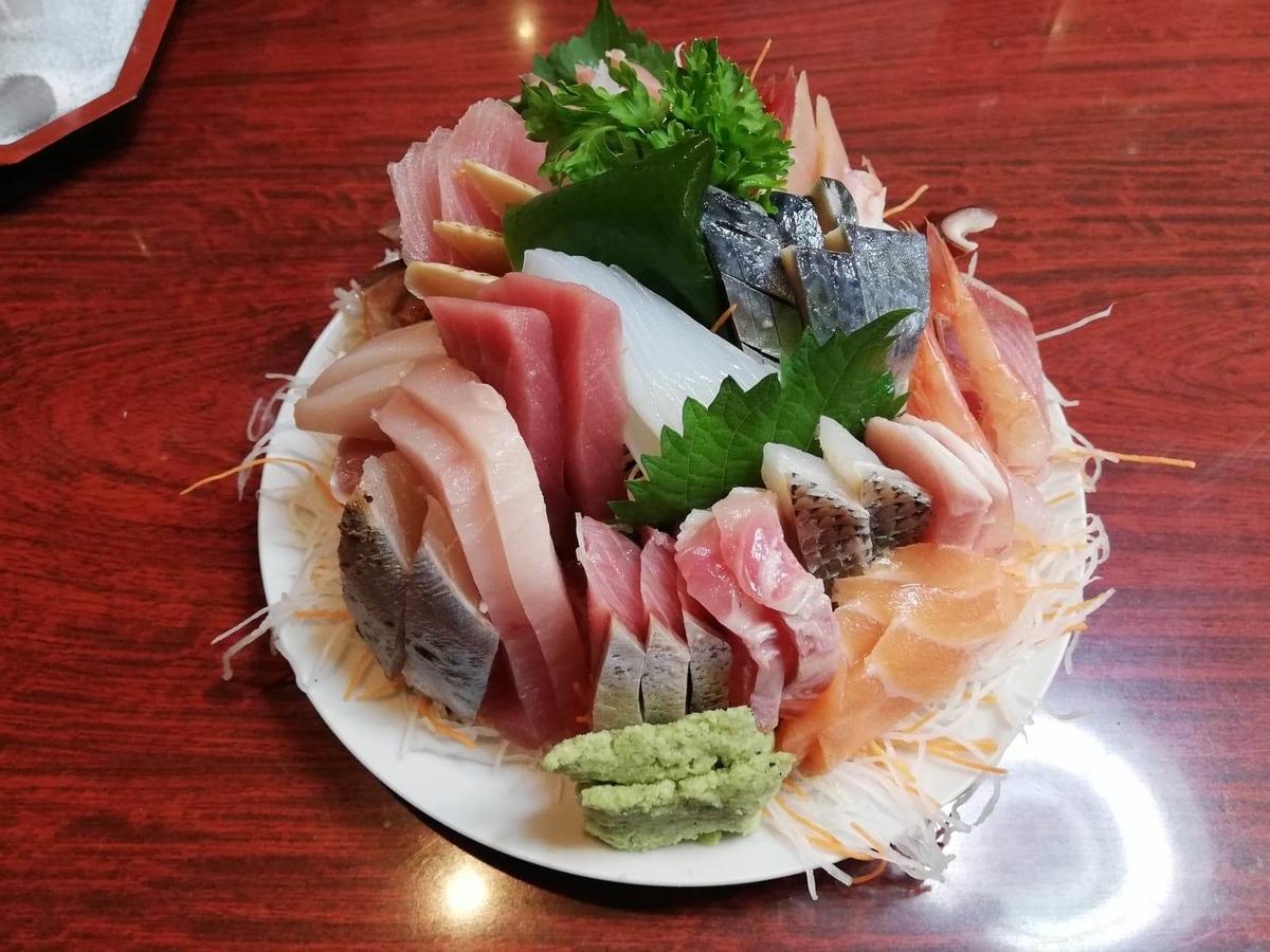 金沢市中央卸売市場『三四味屋』の刺身盛り合わせの写真①