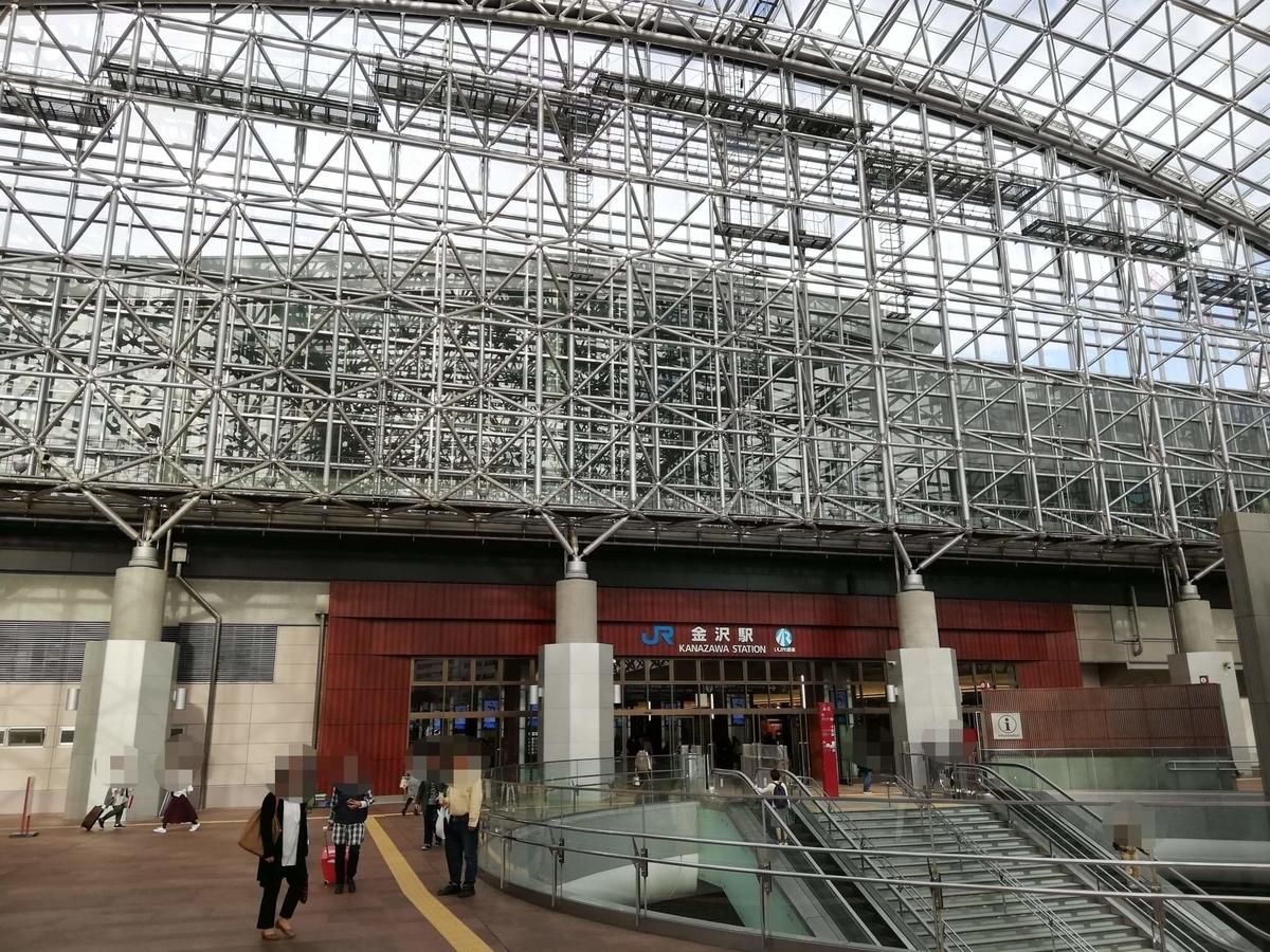 金沢駅東口のバス乗り場の写真②