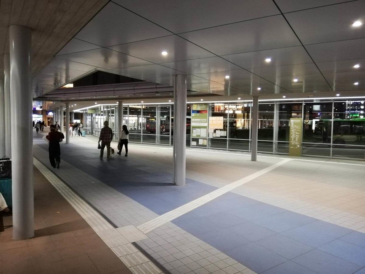 金沢駅西口のバス乗り場の写真