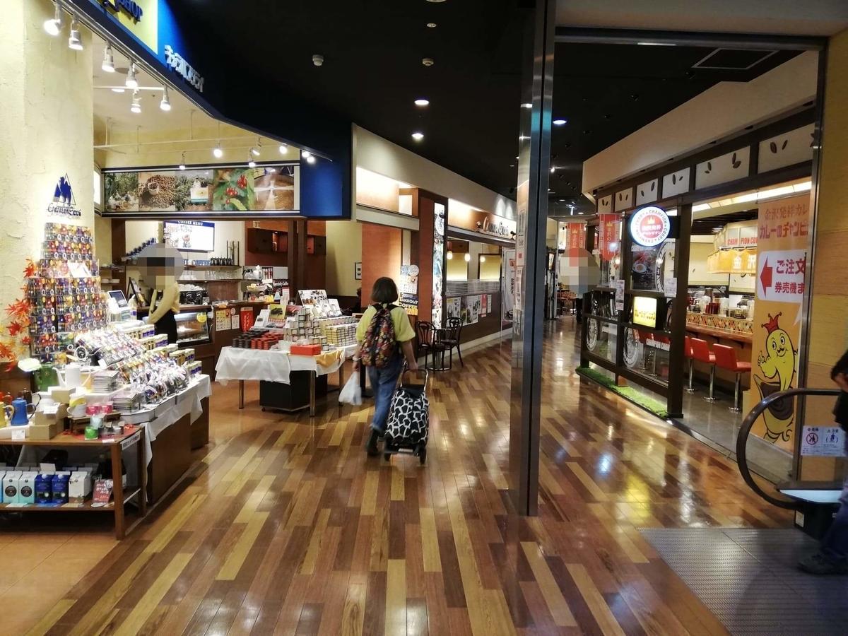 石川県金沢市近江町市場の場内写真