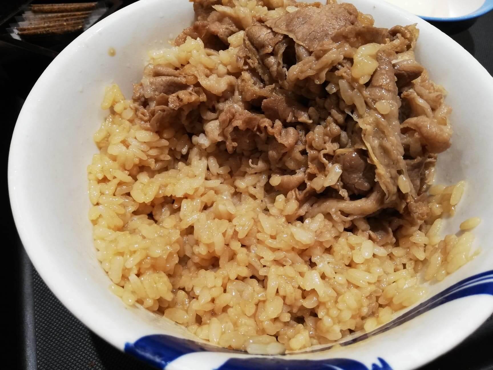 松屋の牛丼のライスのアップ画像