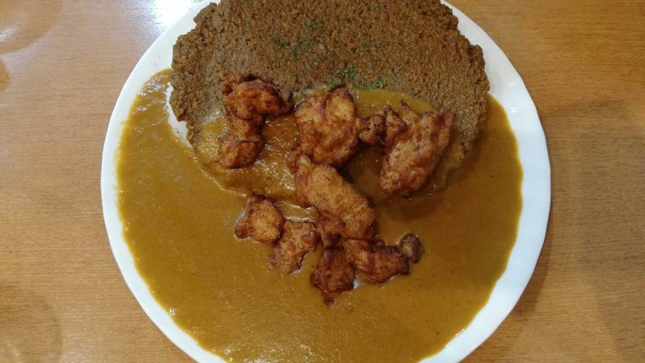 渋谷(神泉)『カレー屋パクパクもりもり』のパクもり唐揚げカレーの写真