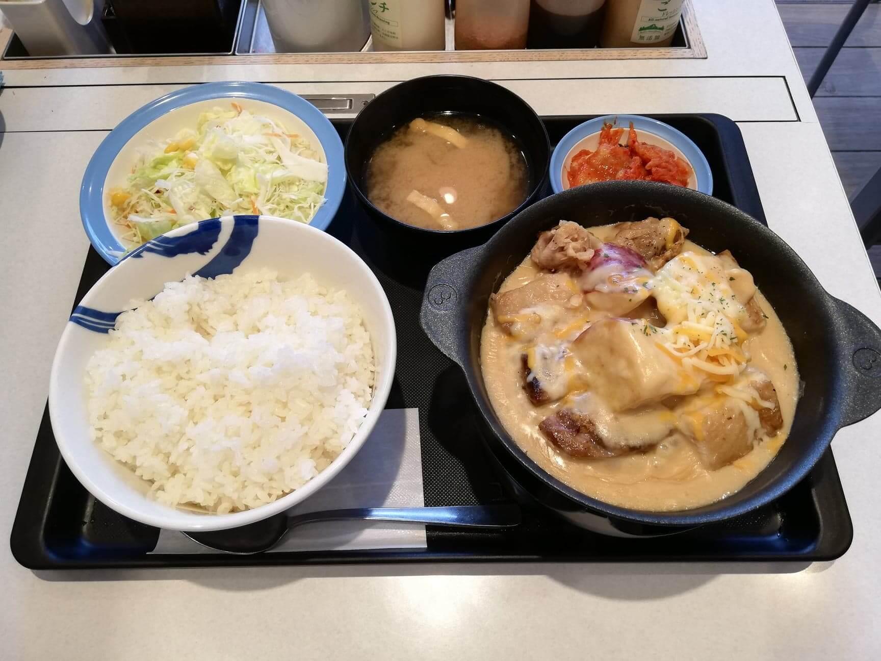 松屋『シュクメルリ鍋定食』の写真