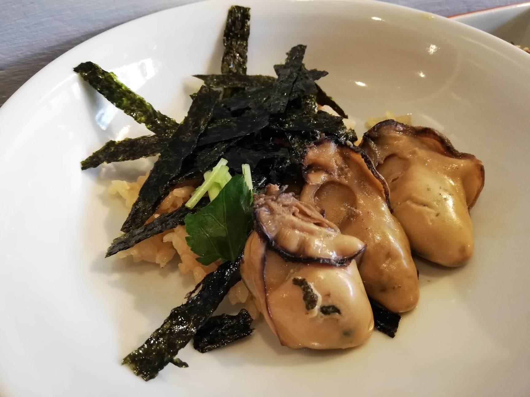 広島県宮島『牡蠣屋』の牡蠣めしの写真