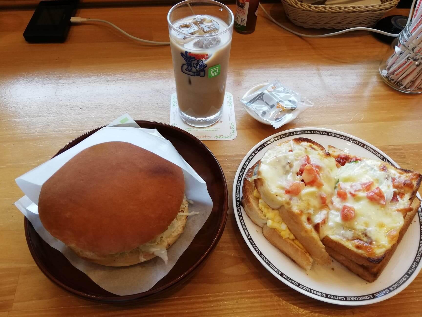 コメダ珈琲店の、グラクロとたっぷりたまごのピザトーストとアイス豆乳オーレの写真