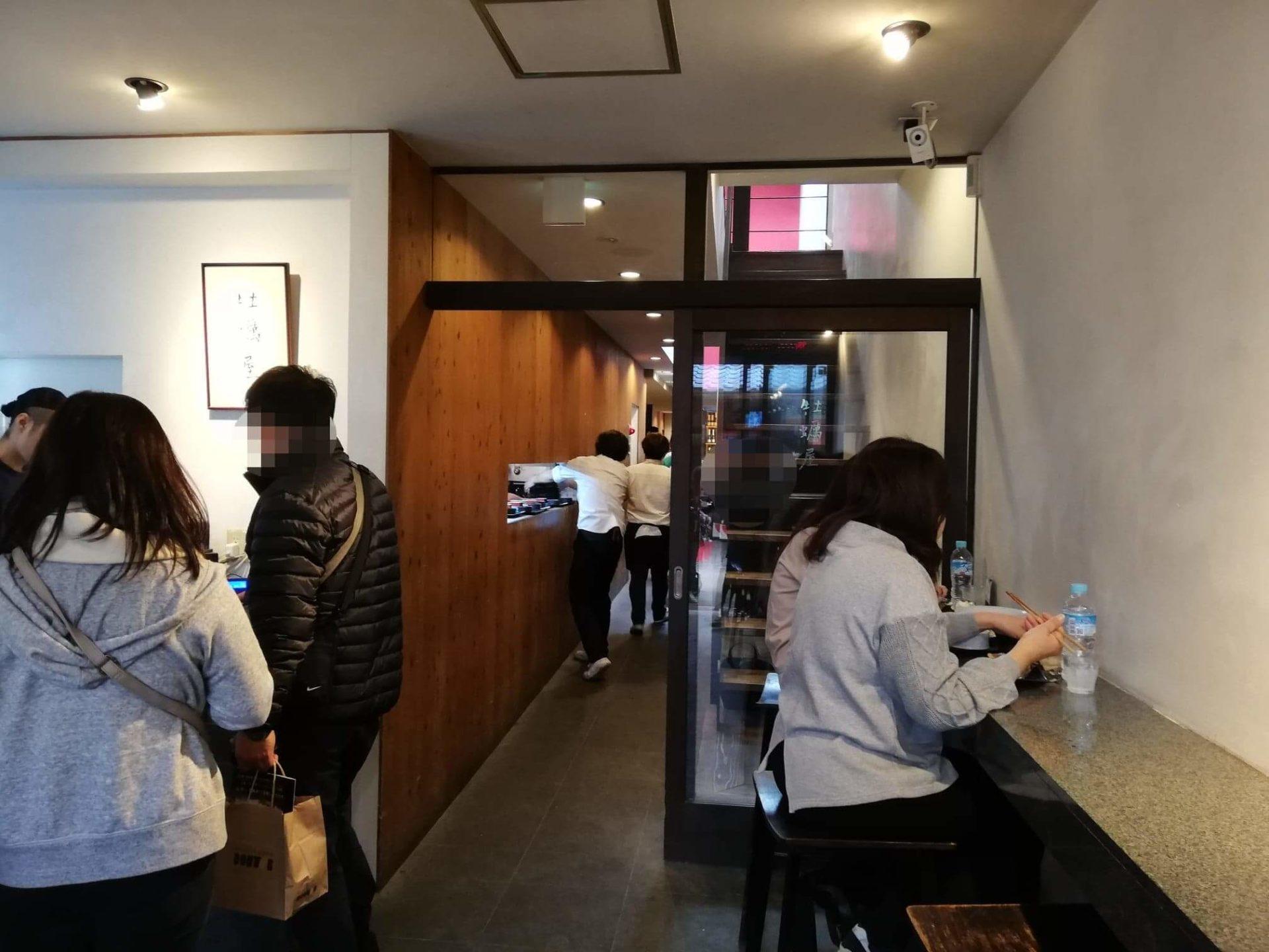 広島県宮島『牡蠣屋』の店内写真