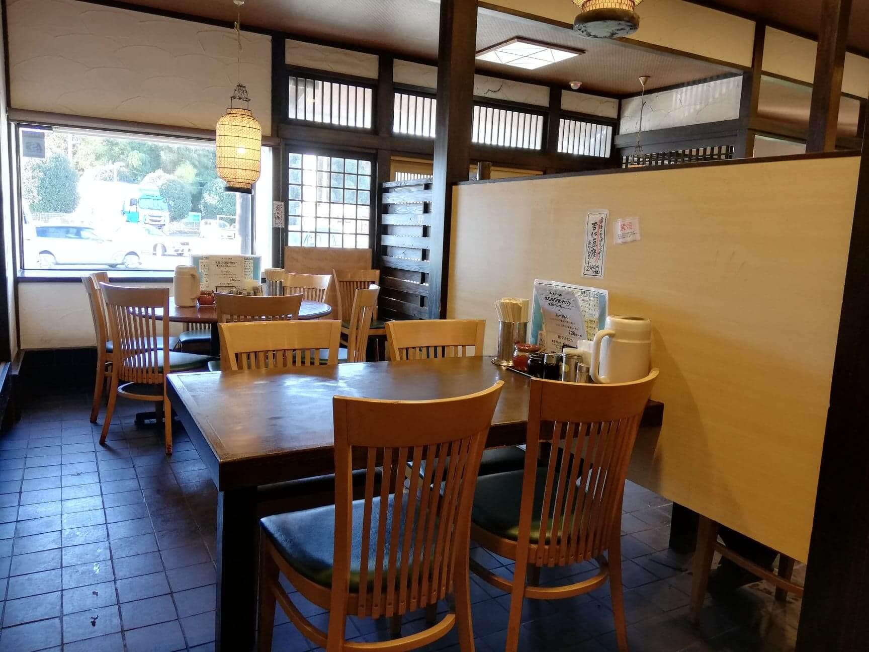 新座『三珍富士力食堂』の店内写真①