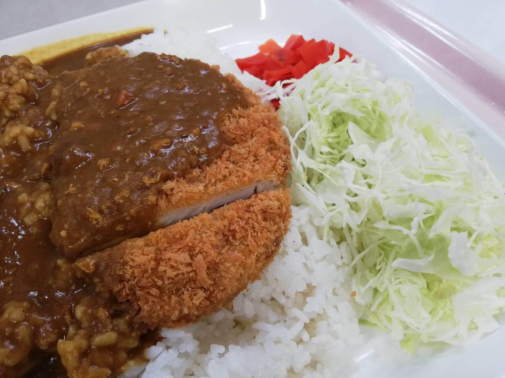 練馬区役所の職員レストランの『メガカツカレー』のアップ写真①