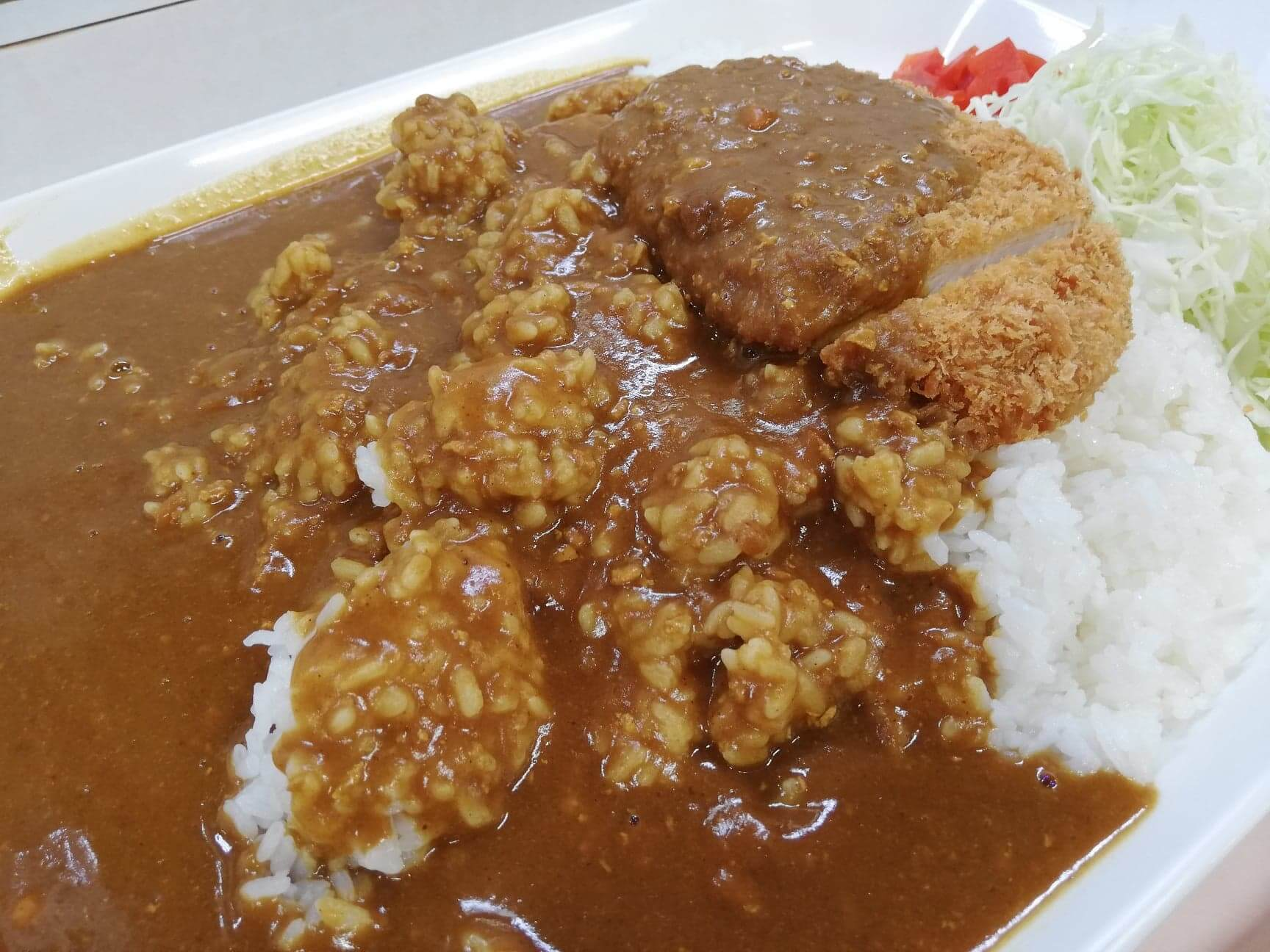 練馬区役所の職員レストランの『メガカツカレー』のアップ写真②