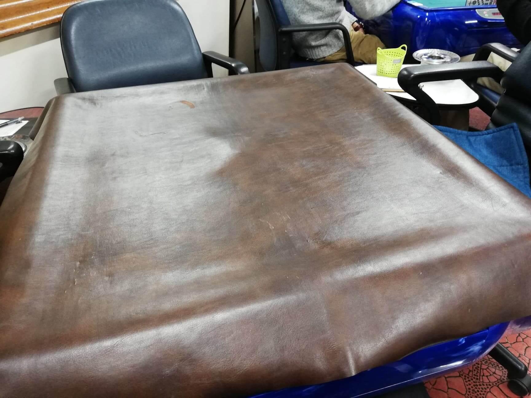 池袋『タイカ』の店内にあるテーブルの写真