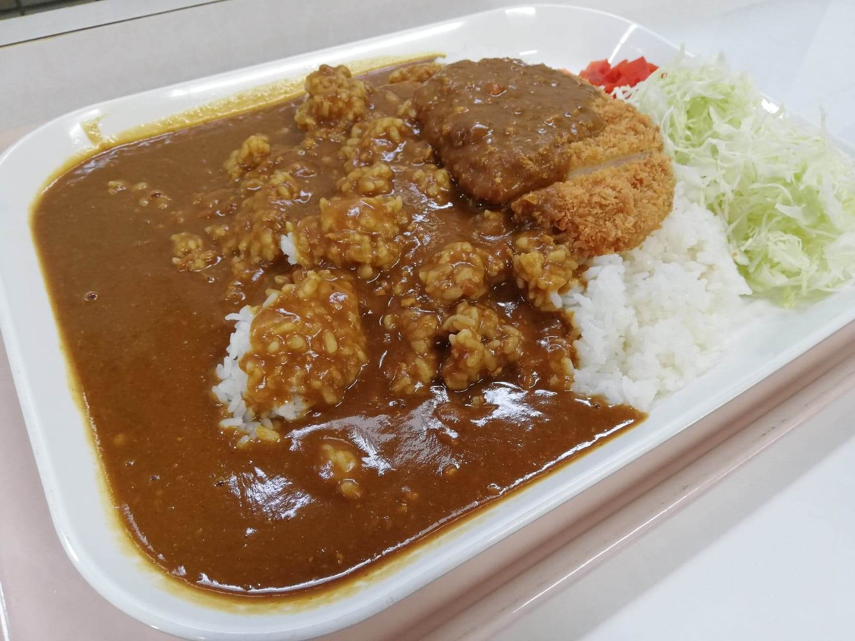 練馬区役所の職員レストランの『メガカツカレー』のアップ写真