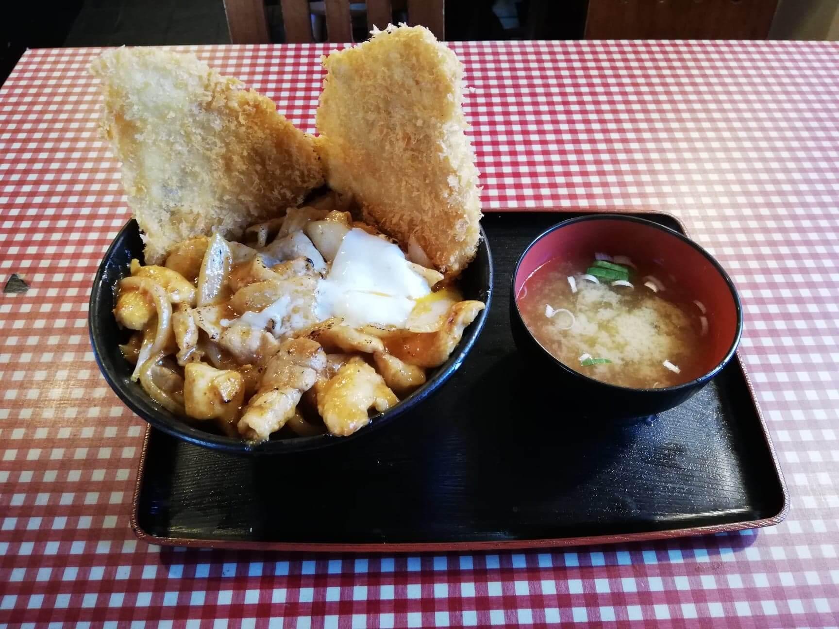 江古田『キッチン男の晩ごはん女の昼ごはん』のスタミナ野郎丼(極み)の写真