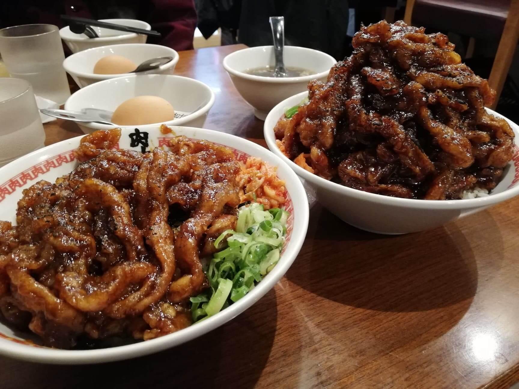 高田馬場『肉汁麺ススム』の肉汁丼の比較写真