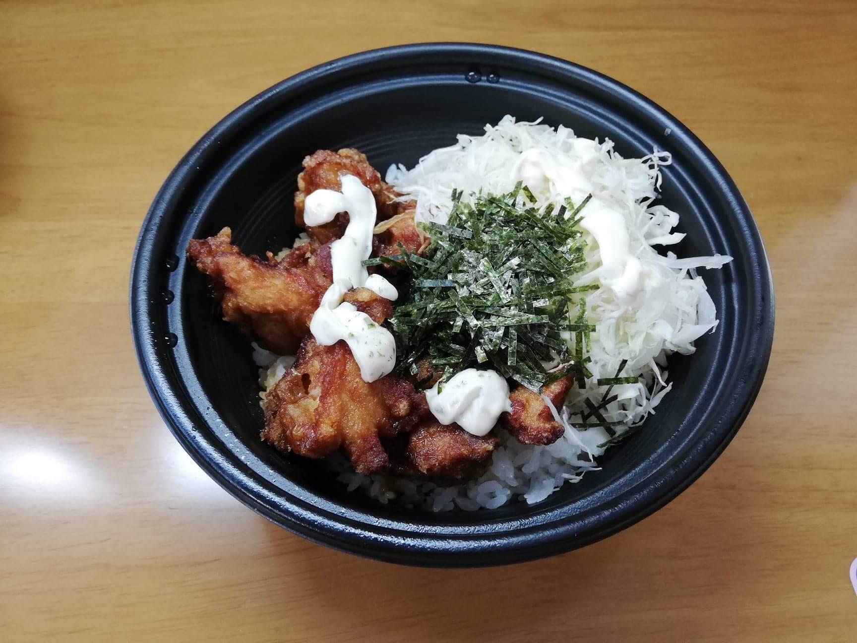 ガストのテイクアウトメニュー『ランチ唐揚げテリタル丼』の写真