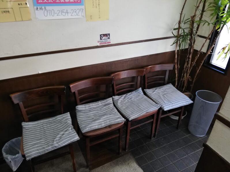 仙台『久美食堂』の店内の椅子の写真