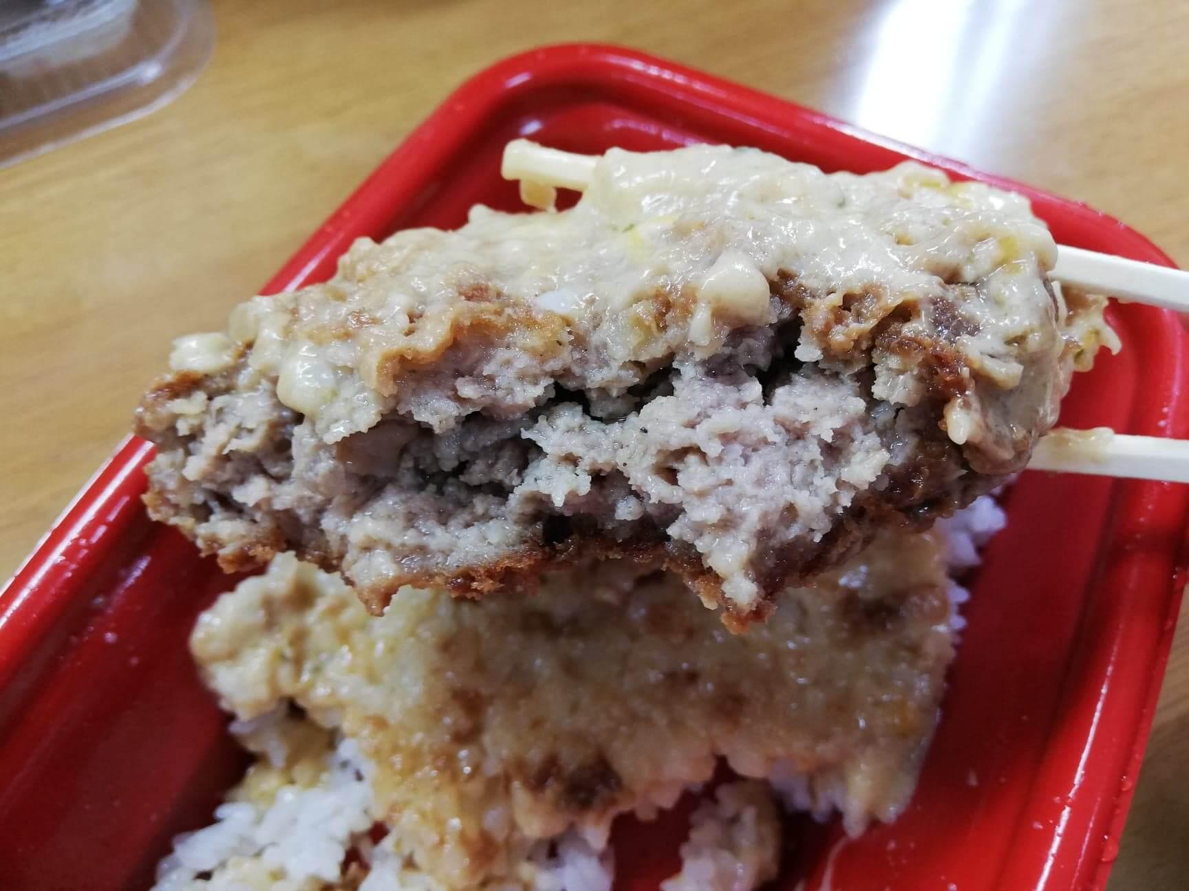松乃家(松のや)の『ごちそうハンバーグファミリーセット』の、ホワイトガーリックチーズソース定食の写真
