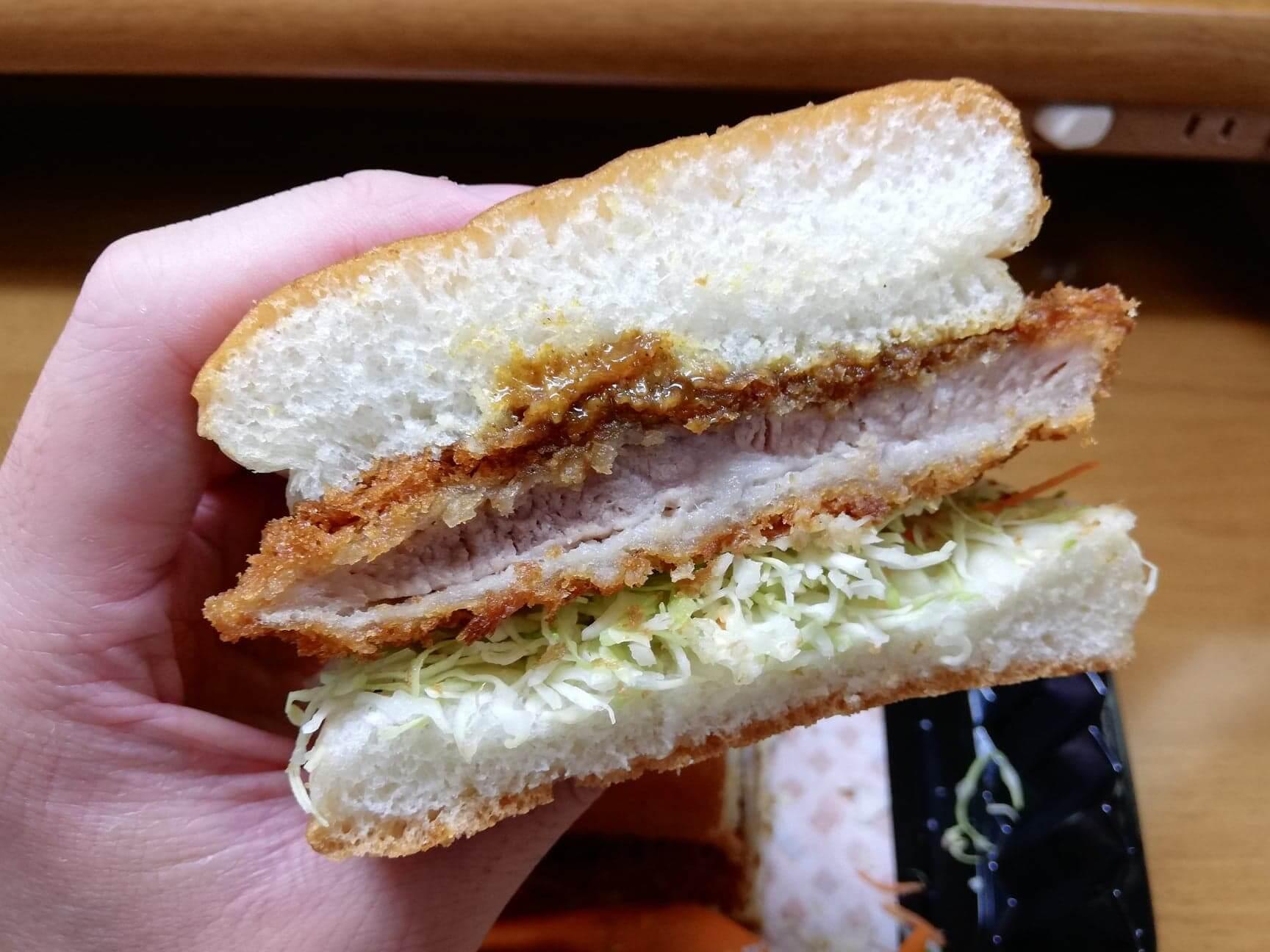 コメダ珈琲店の『カツカリーパン』の写真