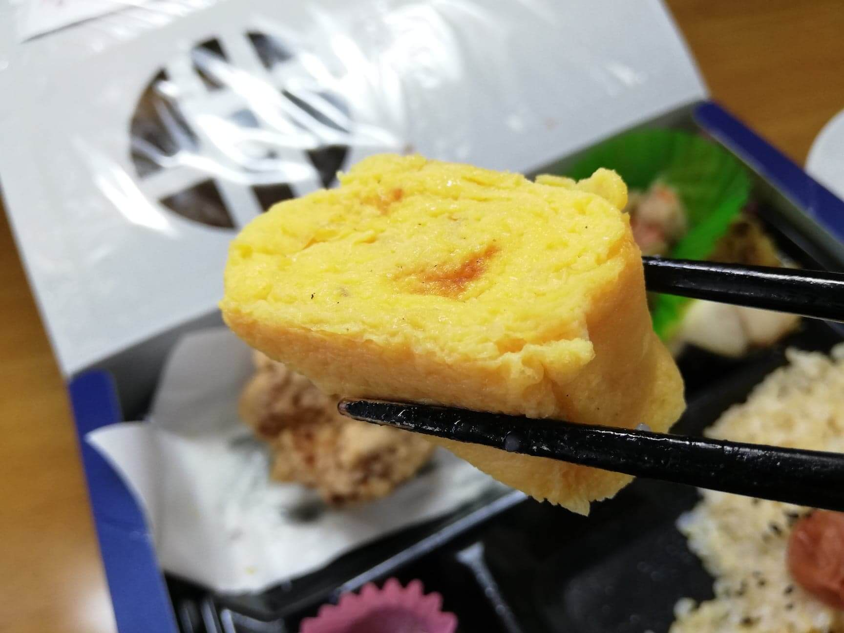 『からあげ割烹福のから』の塩麹からあげ幕の内弁当に入っている惣菜の写真