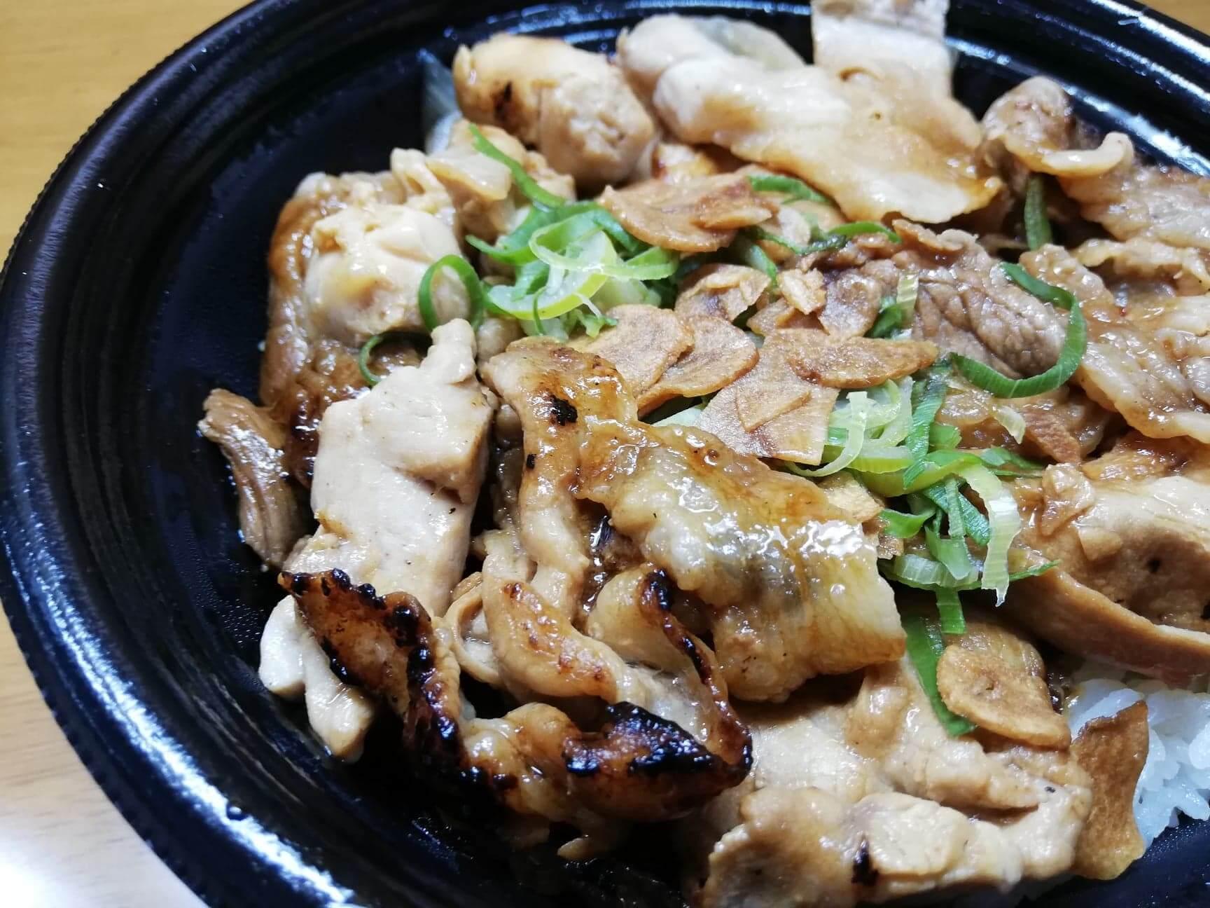 吉野家の『スタミナ超特盛丼』のアップ写真