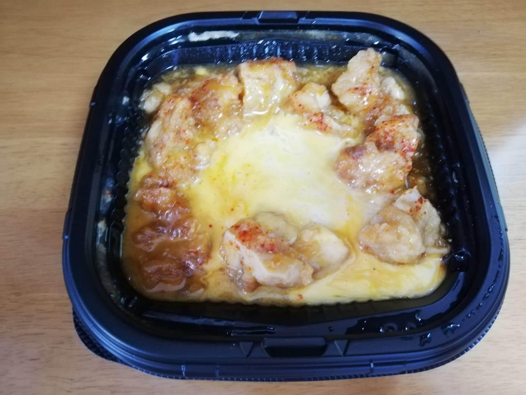 ファミマの『とろーりチーズの唐揚丼』の写真