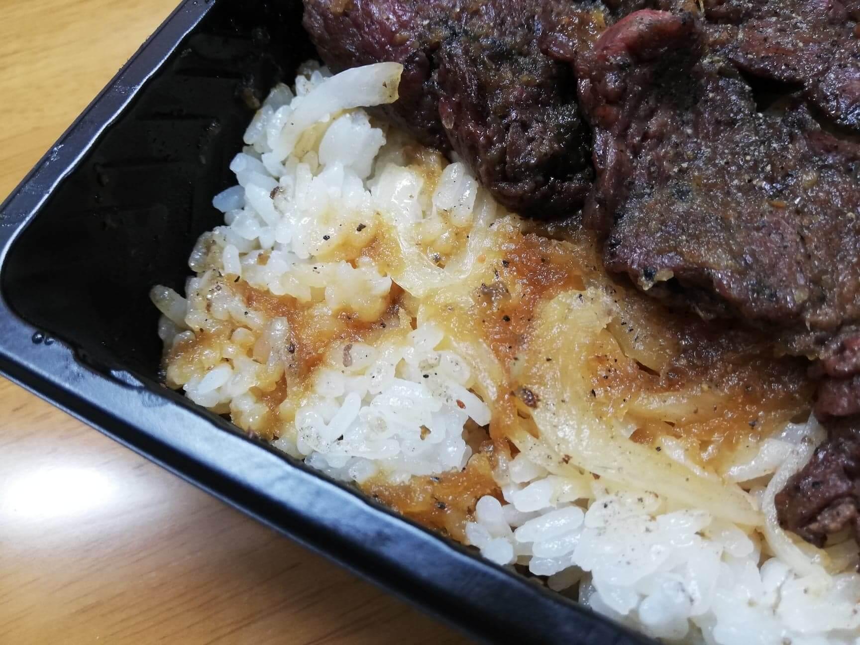 ブロンコビリーの『炭焼きハラミステーキ重』の白米の写真