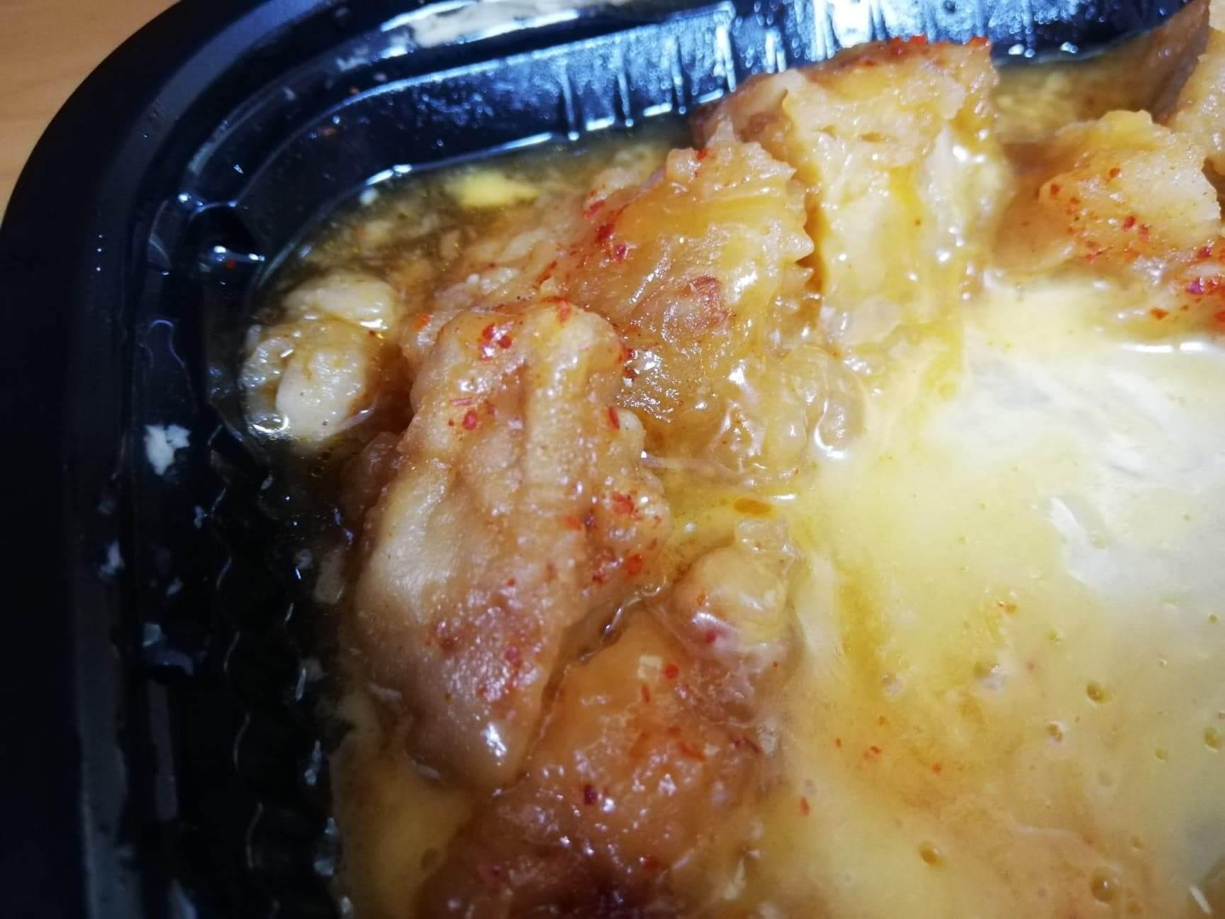 ファミマの『とろーりチーズの唐揚丼』のアップ写真